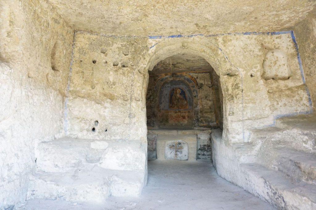 matera-chiesa-rupestre-madonna-tre-porte