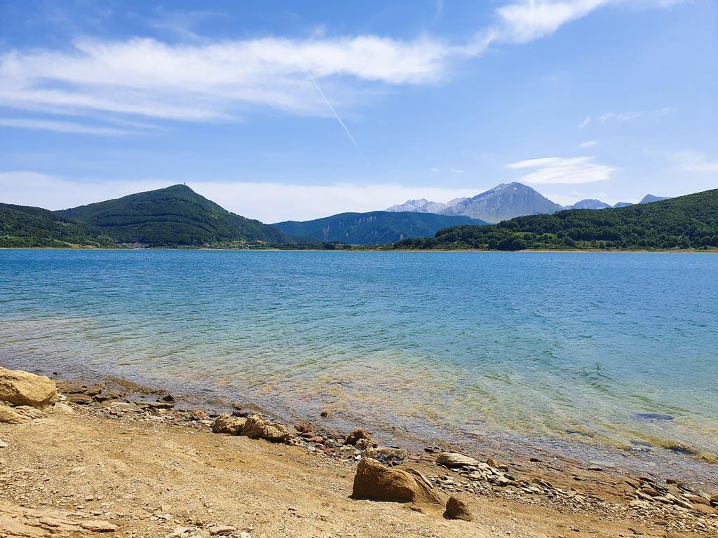 lago di campotosto abruzzo